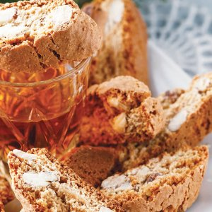 Prepare the original and delicious cantucci